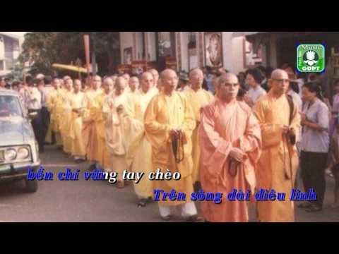 Chan dung nguoi ao lam Karaoke -